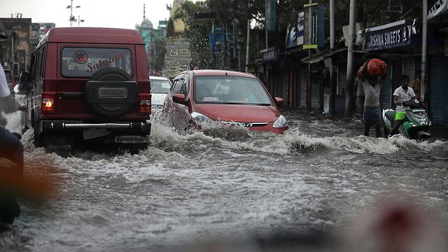 הרס הצפות סופה ספות ציקלון אמפאן קולקטה מערב בנגל הודו (צילום: EPA)