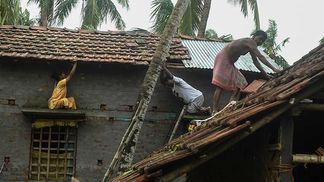 הרס הצפות סופה ספות ציקלון אמפאן קולקטה מערב בנגל הודו (צילום: AFP)