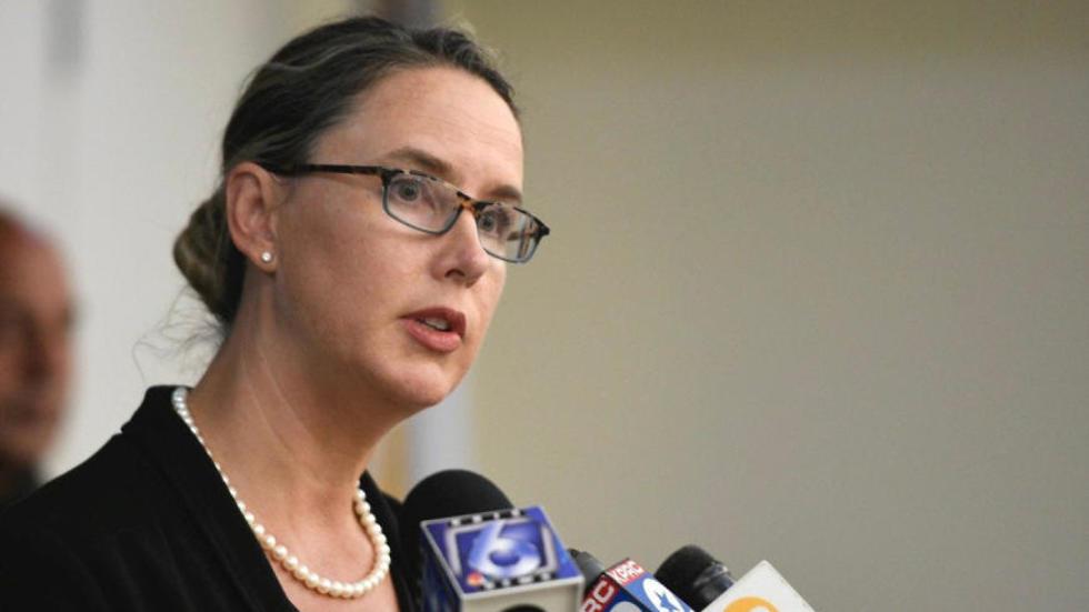 סוכנת ה-FBI לייה גריבס בתדרוך על הירי בטקסס (צילום: רויטרס)