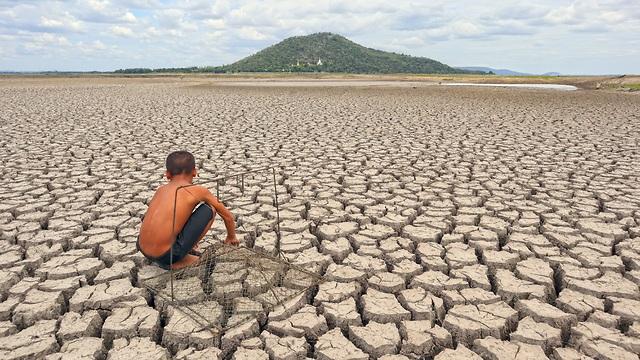 השינויים באקלים עלולות לחולל סופות בצד אחד של העולם, ובצורת ורעב בצד האחר (צילום: shutterstock)