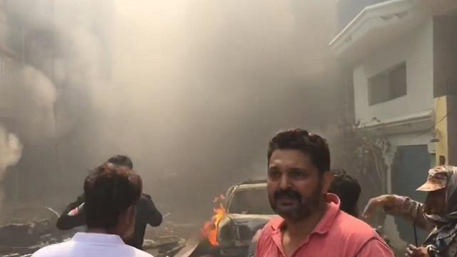מקום התרסקות המטוס בפקיסטן ליד קראצ'י ()