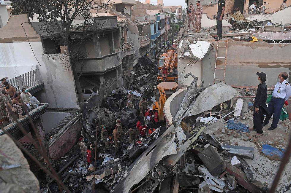 התרסקות מטוס הנוסעים הפקיסטני (צילום: AFP)