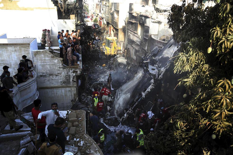 התרסקות מטוס הנוסעים הפקיסטני (צילום: AP)