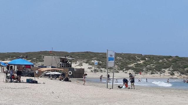 שמורת חוף הבונים מתרחצים ים חוף חול (צילום: רינת רוסו, רשות הטבע והגנים)