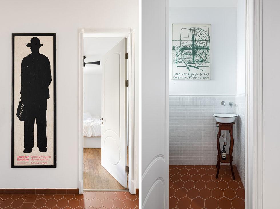 הדלתות גבוהות במיוחד, בפרופורציה לגובה התקרה (3.1 מטרים), מחורצות בדוגמה שנלקחה מארון בגדים עתיק. בשירותי האורחים תלויה כרזה של התערוכה של משה קופפרמן במוזיאון תל אביב, מ-1985, ובכניסה לחדר השינה כרזת התערוכה של Jonathan Borofsky, מ-1984 (צילום: עידו אדן)