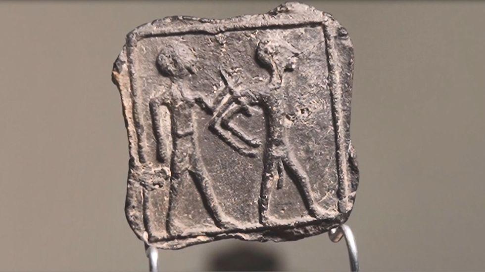 הלוחית (צילום: אמיל אלגם, רשות העתיקות)