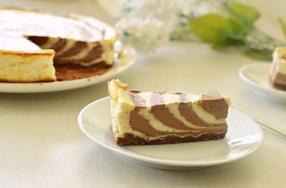 גם עוגת גבינה יכולה להתחפש לזברה או להפוך לעוגת שיש (צילום: אפרת סיאצ'י)