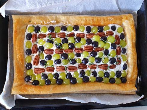 אפשר ליצור איזה דוגמה שרוצים: מאפה גבינת רוקפור (צילום: מירי צדוק)