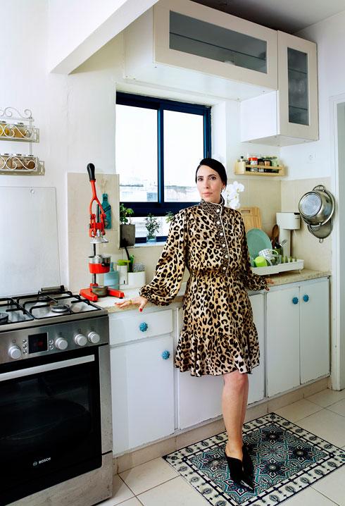 """""""'אני מתבשלת לאט' הוא משל לזמן שאני מעניקה לעצמי, שלמרות הקצב המטורף בחוץ, אנחנו צריכות ללמוד להתנהל בקצב שלנו"""" (צילום: ענבל מרמרי)"""