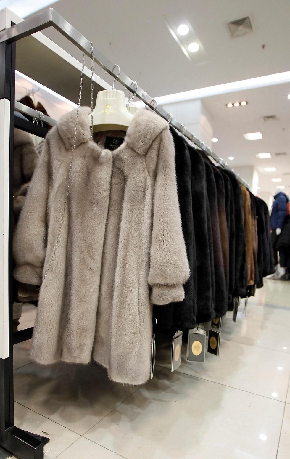 מעיל פרווה מינק חורפן מעילי פרווה מעילים (צילום: רויטרס)