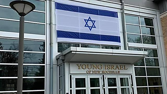 בית הכנסת ודגל ישראל (צילום: סטאן וייס)