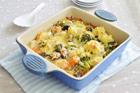 ירקות עטופים בשמנת וגבינה - מנה מושלמת לשבועות (צילום: אפרת סיאצ'י)