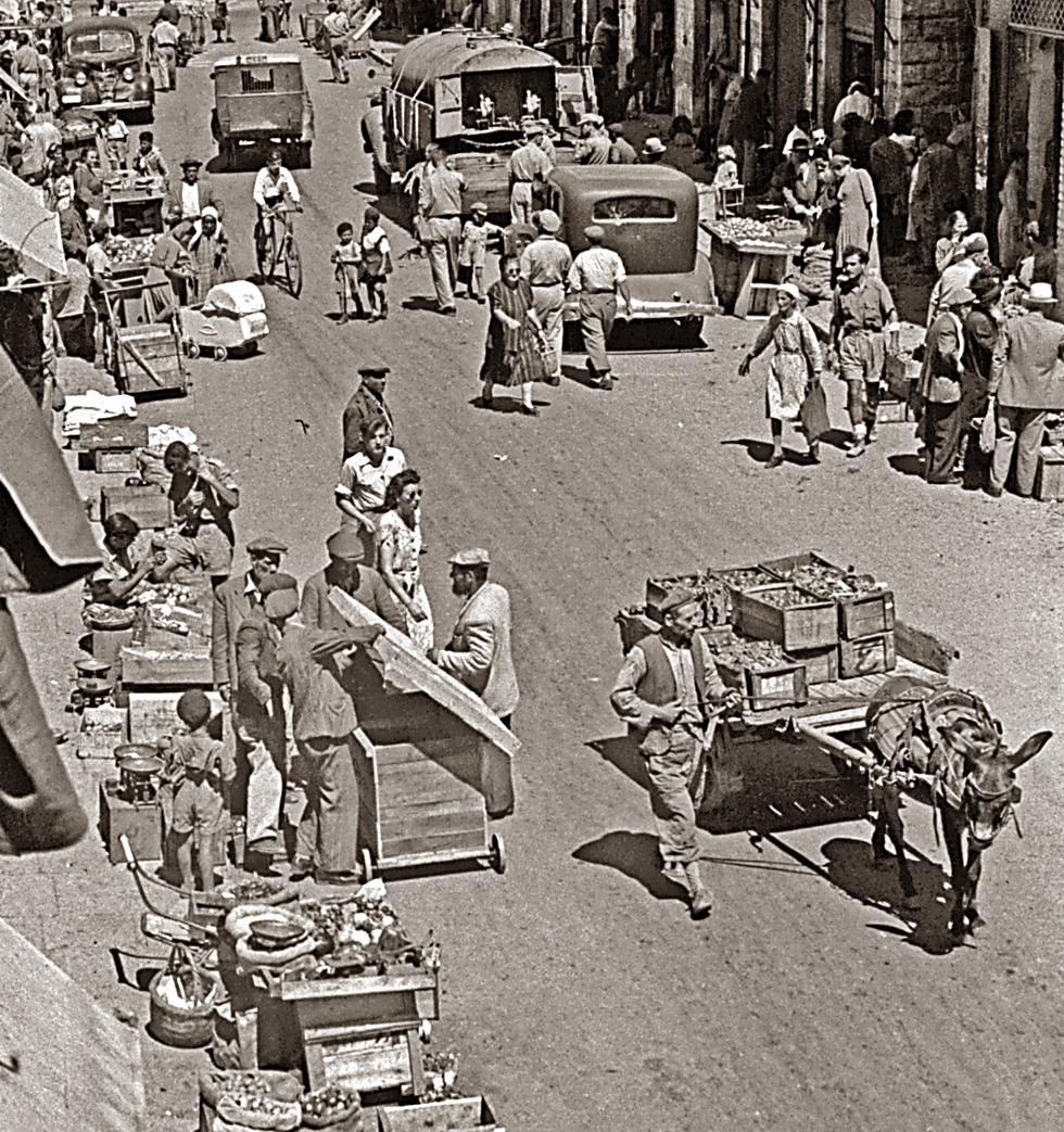 שוק מחנה יהודה לאחר פריצת המצור על העיר, אוגוסט 1948 (צילום:אדגר הירשביין, באדיבות ארכיון קק