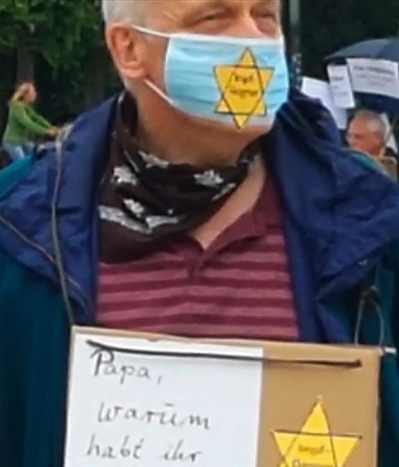 מפגין עם טלאי צהוב על מסכת הפנים (ZDF)