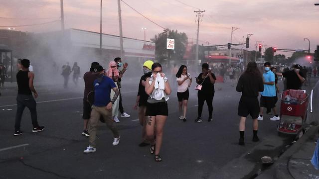הפגנות מיניאפוליס בעקבות מותו של ג'ורג' פלויד (צילום: EPA)