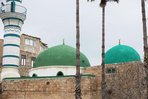 צבעי לבן-ירוק אופייניים. מסגד אל ג'זאר  (צילום: צביקה בורג)