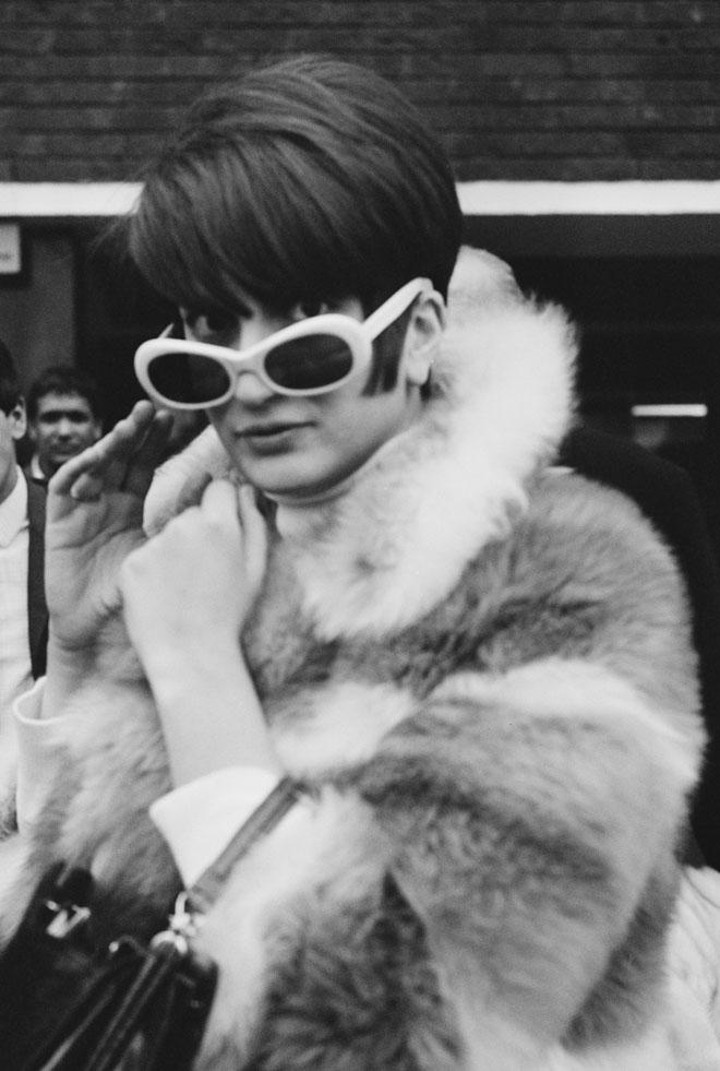 השיער שלה זכה בכל גוון אפשרי שבין פלטינה לאדום-אש, ובכל תסרוקת על המנעד שבין קצוץ ונערי למגדלי תלתלים. 1967 (צילום: George Stroud/GettyimagesIL)