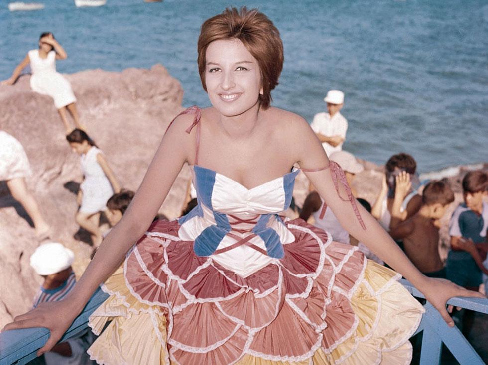 הצליחה לבנות פרסונה ייחודית ומובחנת שהיא תרגום אישי מאוד של הטרנדים המרכזיים לתקופה. 1960 (צילום: MONDADORI PORTFOLIO wikipedia)