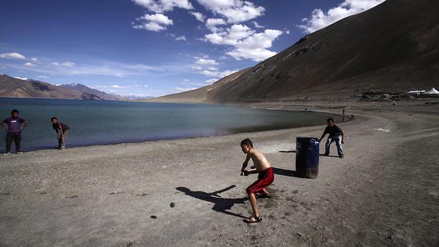 אגם באזור לדאק ליד הגבול בין הודו ל סין תמונת ארכיון מ-2011 (צילום: AP)