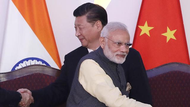 נשיא סין שי ג'ינפינג עם ראש ממשלת הודו נרנדרה מודי ב-2016 (צילום: AP)