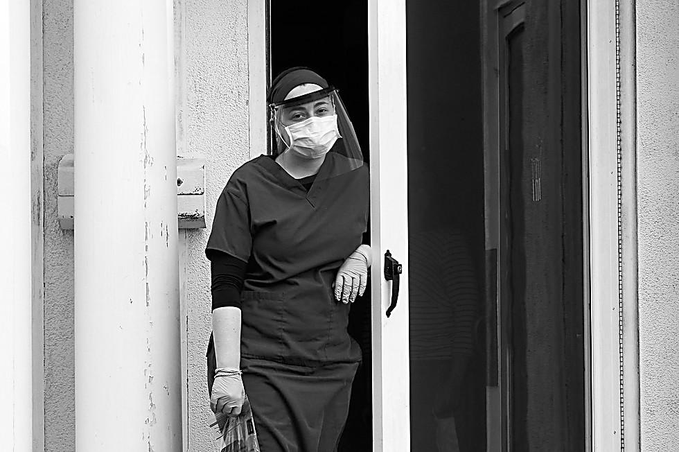 רופאה מהקהילה (צילום: סטאן וייס)