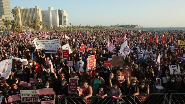 הפגנת 'מצעד הנשים' נגד האלימות כלפי נשים בצארלס קלור תל אביב (צילום: מוטי קמחי)
