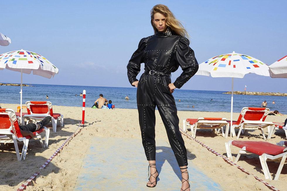 גם אם מכסים את הגוף, כדאי לאוורר את כפות הרגליים. קמפיין הקיץ של איזבל מארה, שצולם בתל אביב - לחצו על התמונה לכתבה המלאה (צילום: JUERGEN TELLER)