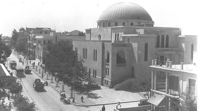 בית הכנסת הגדול בתל אביב (צילום: זולטן קלוגר, לע