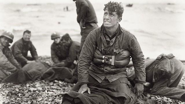 לוחם אמריקני במהלך הפלישה לחוף אומהה בנורמנדי (צילום: gettyimages)