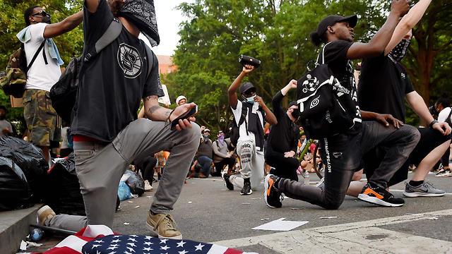 הפגנה מחאה מפגינים וושינגטון נגד גזענות אלימות שוטרים ג'ורג' פלויד (צילום: AFP)