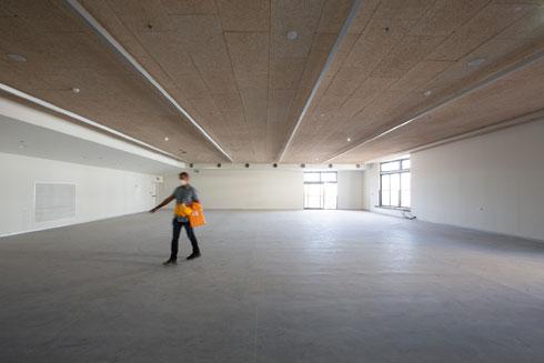 האולם הרב-תכליתי ישמש לפעילויות שונות. על אולם ספורט גדול ויתרו, משום שבגימנסיה הרצליה הסמוכה כבר יש (צילום: דור נבו)