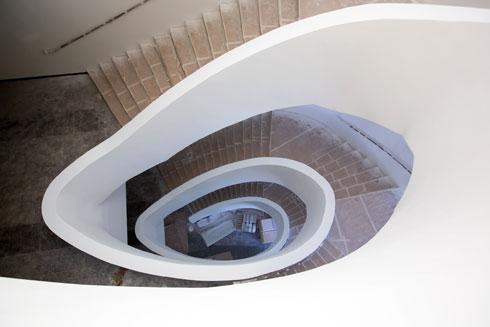מספטמבר יהיה קשה יותר לצלם את המדרגות, כאשר השחיינים והמתאמנים יעלו ויירדו (צילום: דור נבו)