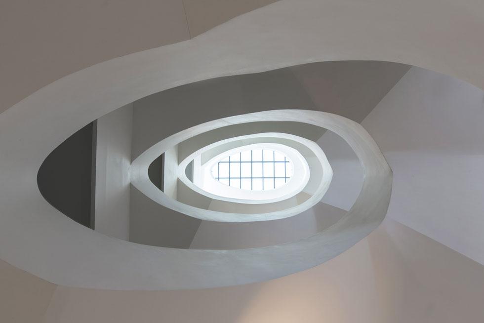 אפשר להסתכן ולנחש שלא רק בריכת השחייה תהיה להיט אינסטגרם, אלא גם גרם המדרגות האליפטי, שבוודאי יעודד את המתאמנים והשחיינים לא להשתמש במעלית (צילום: דור נבו)