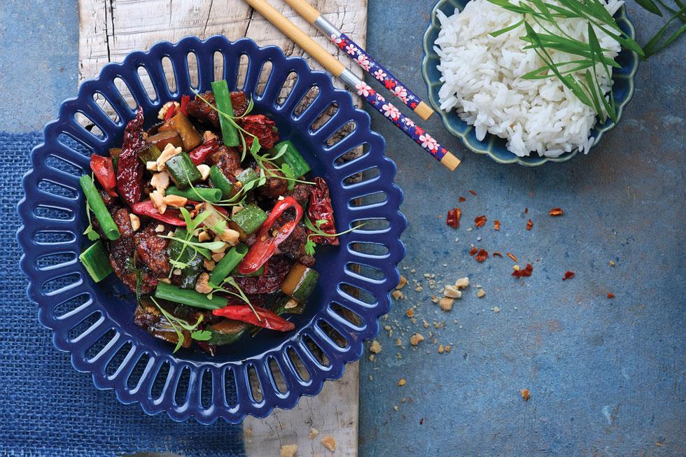 קונג פאו צ'יקן. אחת מהמנות המפורסמות ביותר של המטבח הסיני (צילום: אנטולי מיכאלו, סגנון ענת לבל)