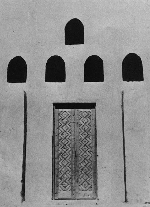 ''לוכדי רוחות'' הכניסו רוח לילית קרירה לחצר הפנימית של המבנים (צילום: דימטרי פפדימו)