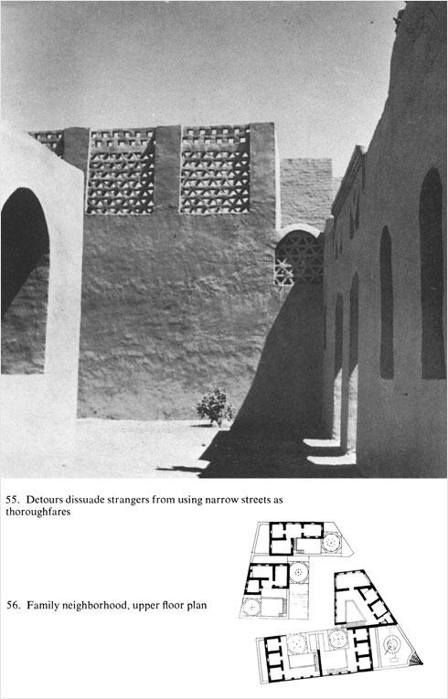 הבניינים התנשאו לגובה של קומה או שתיים והתבססו על מערכות של קמרונות מלבני בוץ, כשהחזית מעוצבת לפי מסורת הבנייה המדברית במצרים (צילום: חסן פתחי)