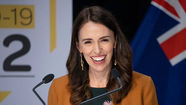 ניו זילנד ראש הממשלה ג'סינדה ארדרן מכריזה הסרת סגר נגיף קורונה (צילום: AP)