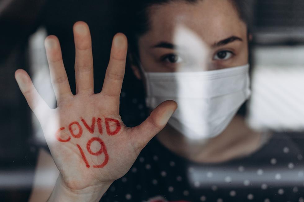 """בצרפת ובספרד בתי המרקחת הונחו לסייע לנשים שהשתמשו במילות הקוד """"מסכה 19"""" (צילום: Shutterstock)"""