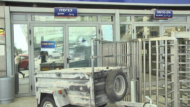 תחנת רכבת השלום סגורה בעקבות נגיף הקורונה (צילום: משי בן עמי)