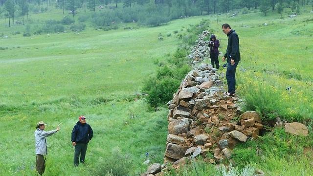 שרידי החומה (צילום: נחם דורון)