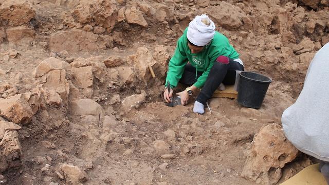 חפירות בית נטופי במערת הנחל (צילום: ראובן ישורון)