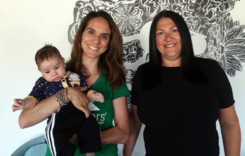 """אוביל-ברנר עם תמר שפירא ובנה התינוק. """"הקמת משפחה היא חלק מהחיים"""" (צילום: יריב כץ)"""