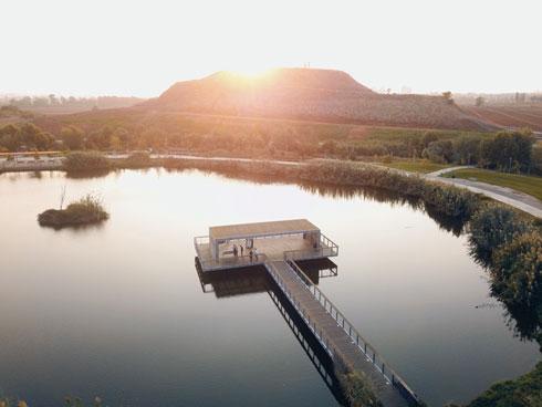 הפארק האקולוגי בהוד השרון. הטופ במקום הוא הר זבל (צילום: Shutterstock)