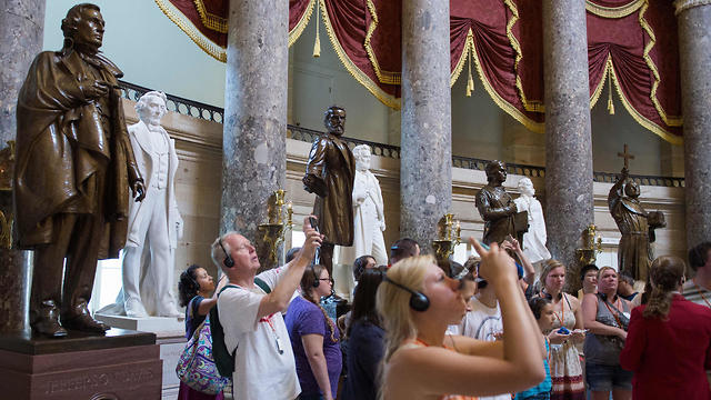 פסל של מנהיג הקונפדרציה ג'פרסון דייוויס בגבעת הקפיטול (צילום: AFP)