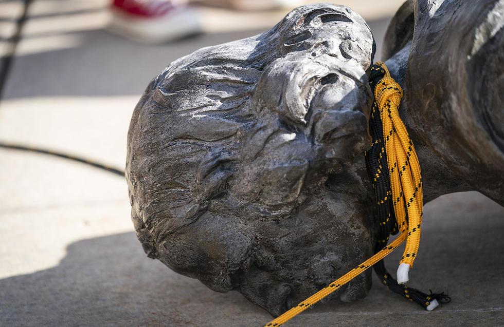 הפלת פסל של קולומבוס בסיינט פול, מינסוטה (צילום: TNS)