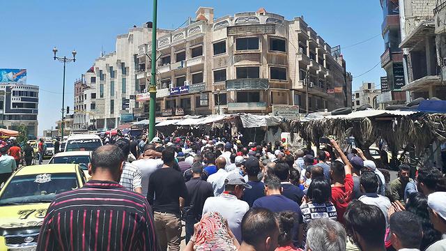 סוריה מחאה נגד בשאר אסד בעיר סוויידה (צילום: AP)