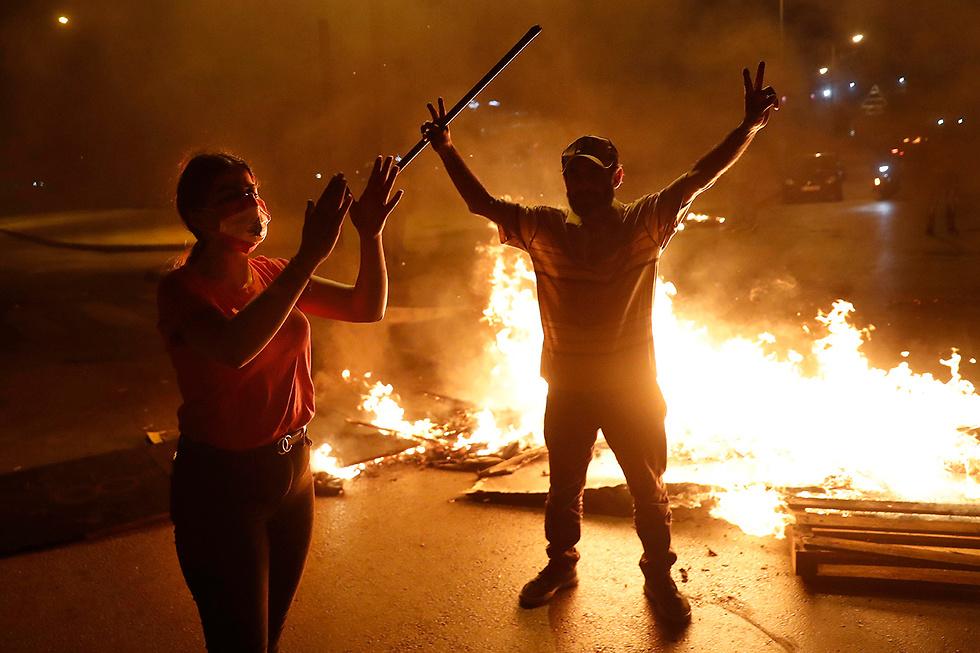 לבנון מחאה על המצב הכלכלי ביירות (צילום: AP)