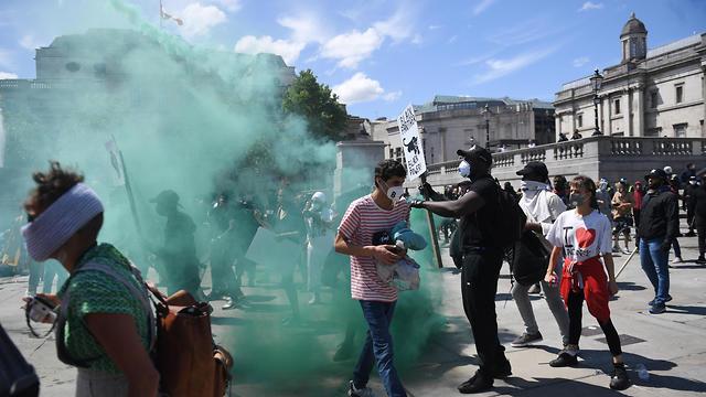 בריטניה מהומות ג'ורג' פלויד מפגינים נגד הגזענות לונדון כיכר טרפלגר (צילום:  EPA)