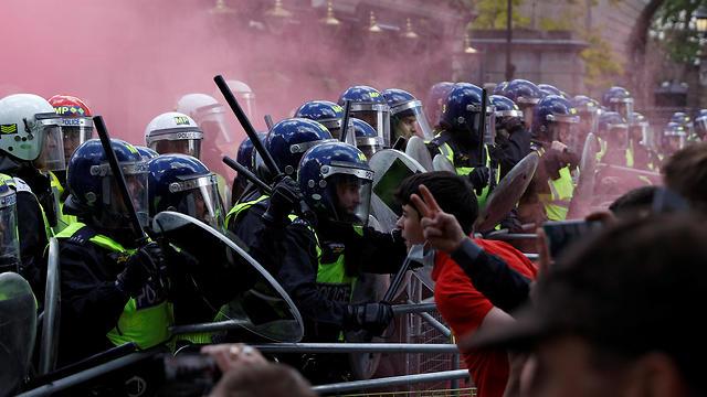 בריטניה מהומות ג'ורג' פלויד מפגינים נגד הגזענות לונדון כיכר טרפלגר (צילום: רויטרס)