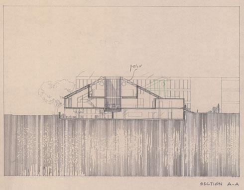 חפורה באדמה עם גישה דרך גשרון (באדיבות RECA-ארכיון מרכז רכטר לאדריכלות)